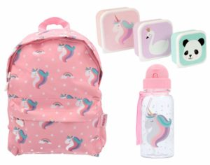 Un kit pour petite fille, hyper complet avec sac, boite à tartine et gourde!
